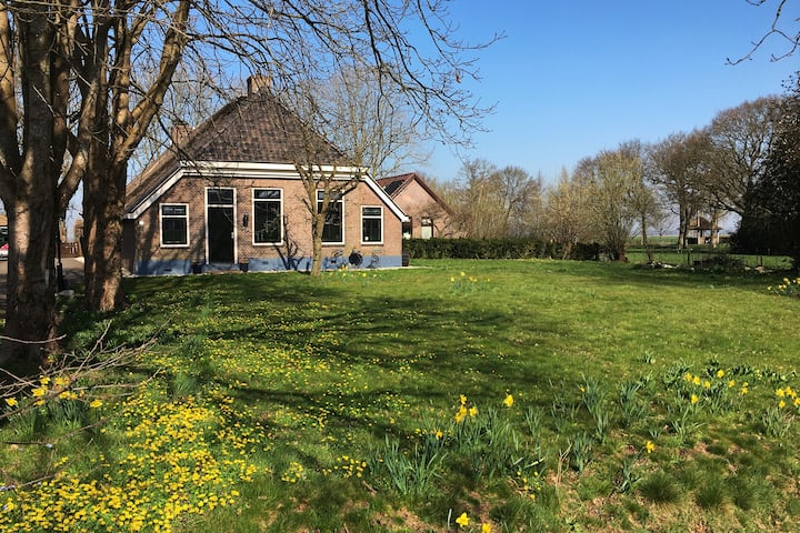 Farmhouse, authentic features, close to Giethoorn