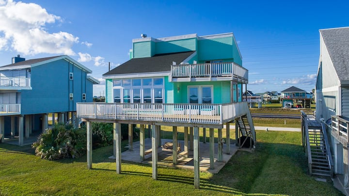 Beachfront Home: Only Steps to the Beach!