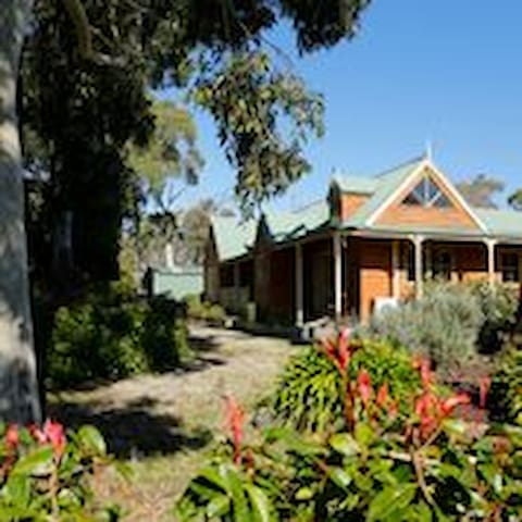 Farmhouse that's only 1hr from Melb