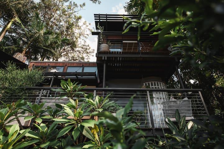 'The Bower' Stylish garden bungalow Mount Kembla