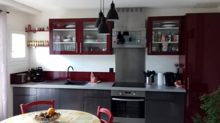 Appartement dans maison au village.