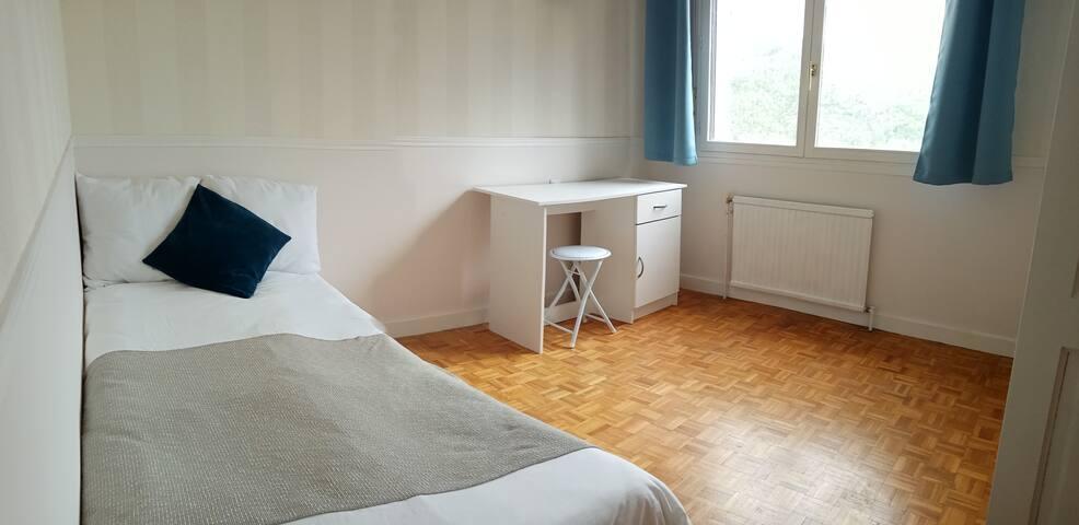 2e chambre ( enfants) Lit Gigogne  : 2 x  90 cm