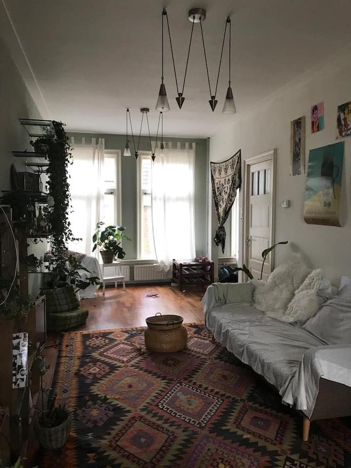 Beautiful and sunny apartment close to city centre