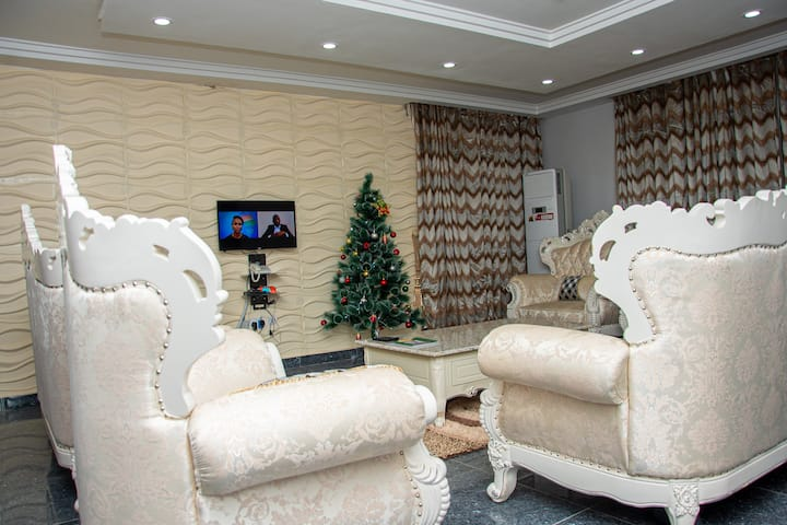 Modern 5bedroom home with uninterrupted WIFI, DSTV