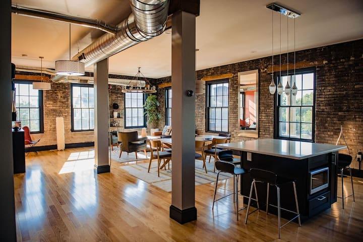 """JEWEL""- ultimate,modern,stylish brick loft"
