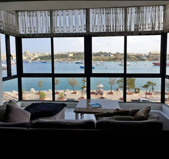 Central APT With Panoramic Sea & Valletta Views