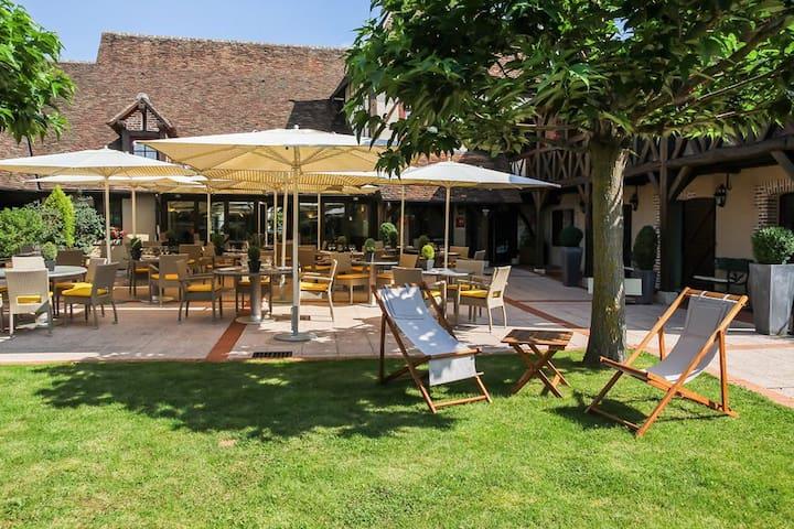 L'Auberge de Cheval Blanc , en pleine SOLOGNE