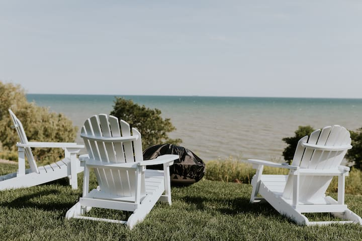 New Lakefront Home, Private Beach in Port Dover