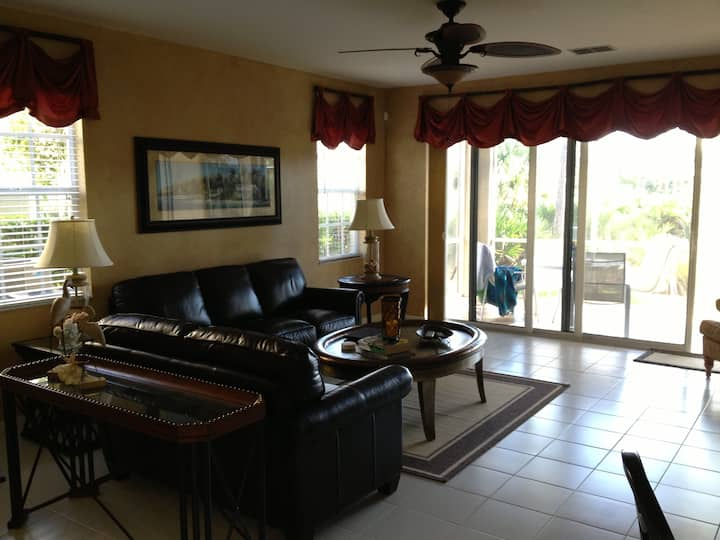 Estero, Florida Ground floor Condo