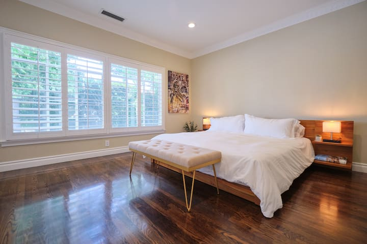 Charming Quiet Monthly Stay Heart of Beverly Hills