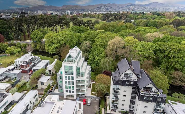 Luxurious Riverside Penthouse