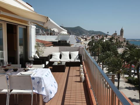 Top floor with a big terrace on the waterfront