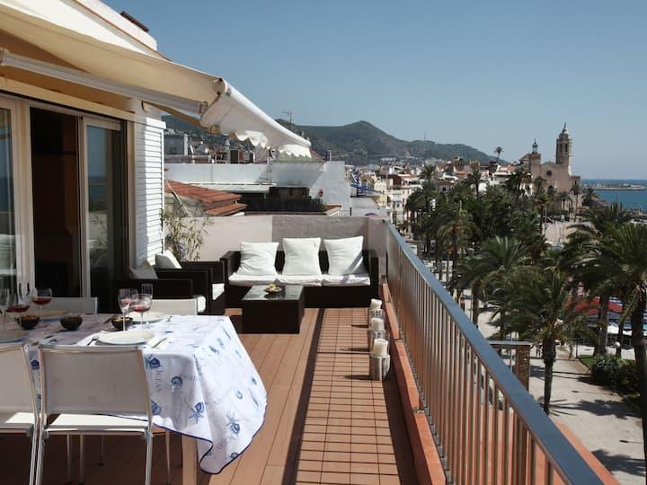 Precioso ático con amplia terraza delante del mar