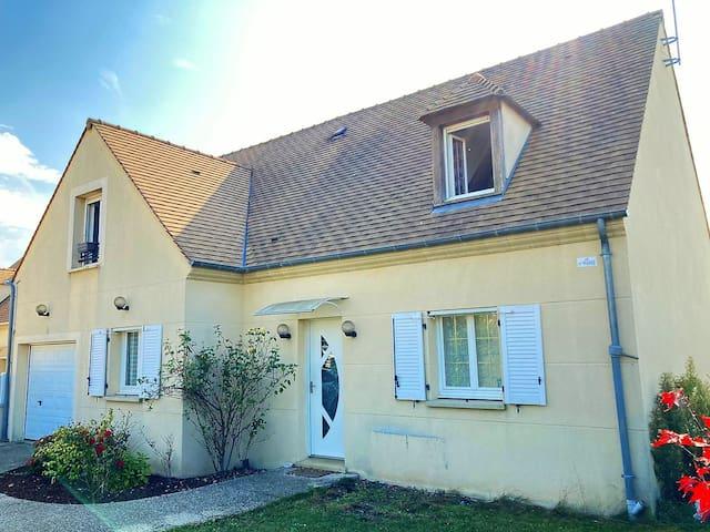 Maison lumineuse près de Paris, Disney et Asterix