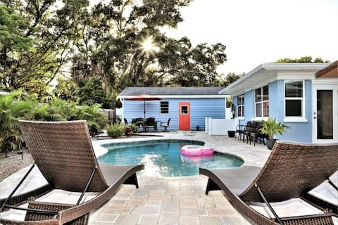Clean 3/2  pool, near beaches, parking for RV/Boat