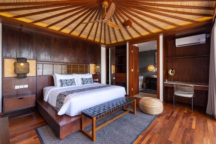 Elegant and modern design master bedroom with private en-suite bathroom and king size super comfy bed