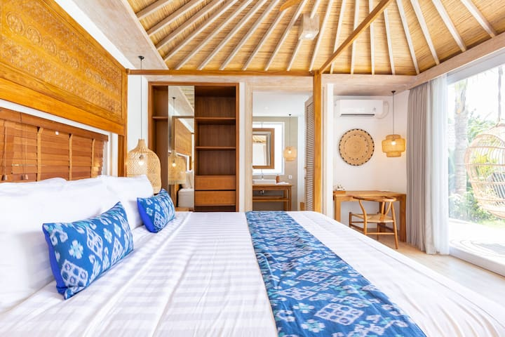 Relaxing eco beach style master bedroom with private en-suite bathroom, king size super comfy bed and swimming pool view
