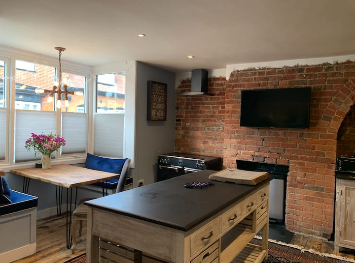 Unique Stylish 2 Bed Flat with Oasis Sun Terrace