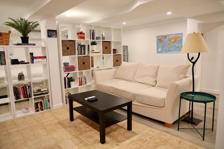 Comfortable & Spacious Studio in Great Location