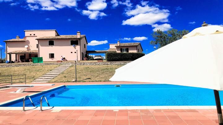 Huge Vallocchia Villa/LARGE EXCLUSIVE POOL/slps 18