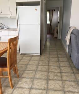 Le couloir a une largeur de 38 pouces (96.52 cm)