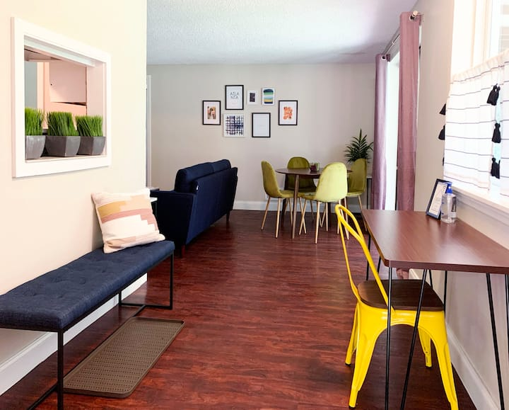 Private guest suite apartment near The Battery!