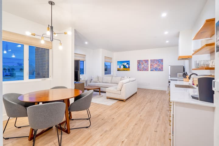 Luxury 2BR Live-in Gallery - 90 WalkScore