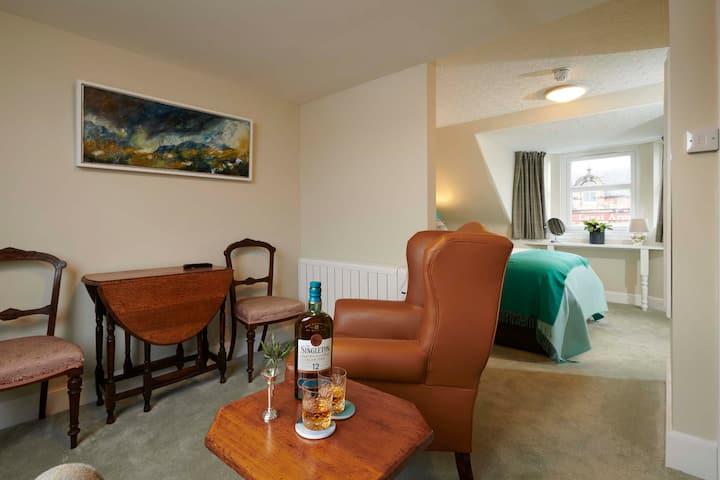 Recently refurbished flat in a former coaching inn