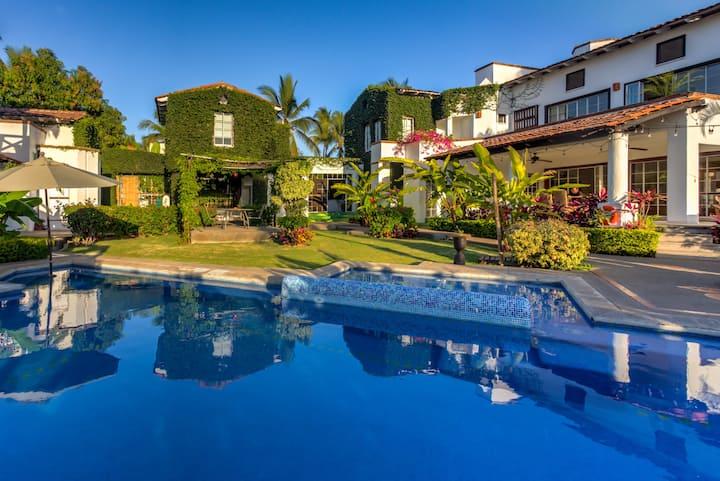 Magical & Relaxing Incredible Villa in Marina