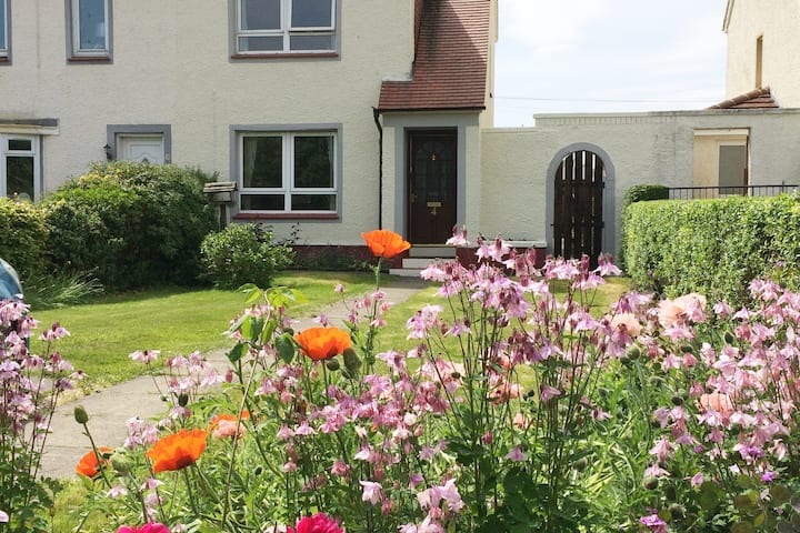 Entire House,  sleeps 4 - Bishopton,  Renfrewshire