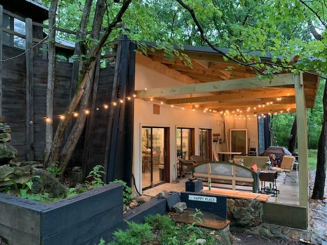 Creekside Cabin Getaway