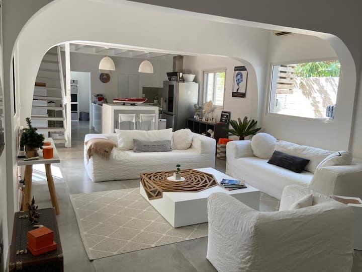 La Madrague : Very cosy villa close to the beach !