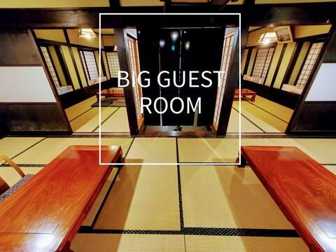 Это супер доступно! В нем имеется современная большая гостиная зона, которая рассчитана на 8 человек и полностью арендована.☆