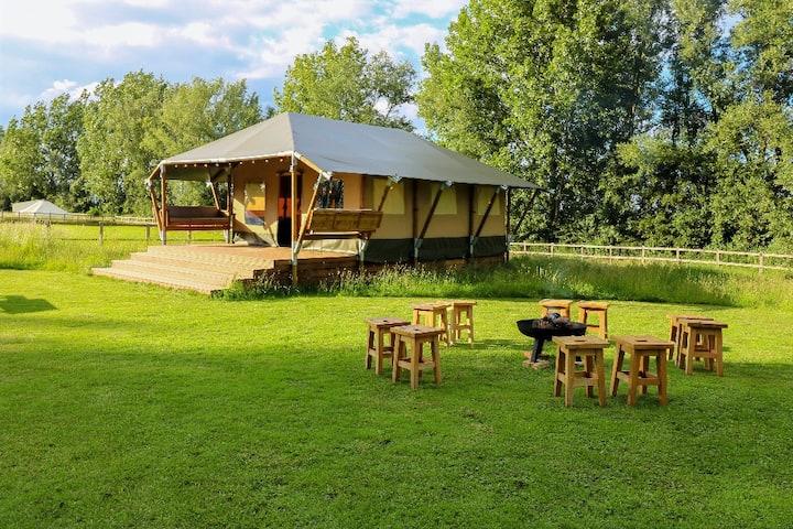 Beautiful Safari Lodge with Swimming Lake