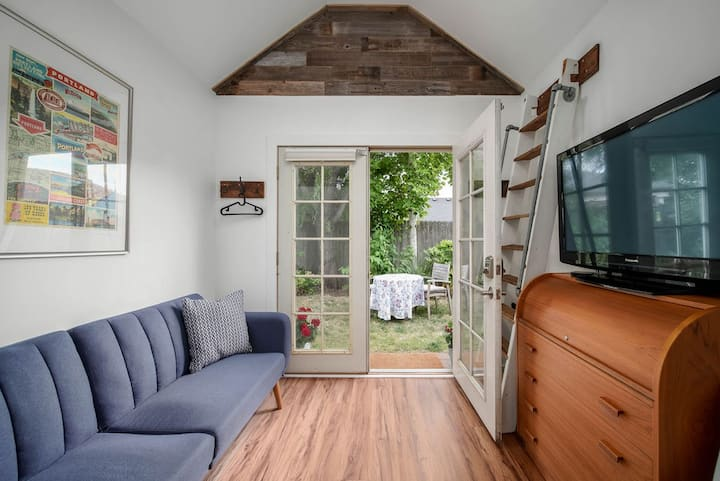 Tiny House Experience in the City!