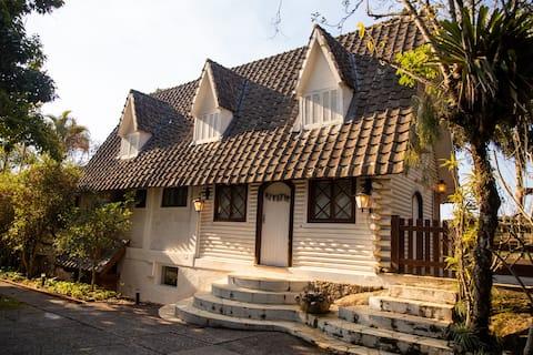 Mountain House - Atibaia - (дом в кондоминиуме)