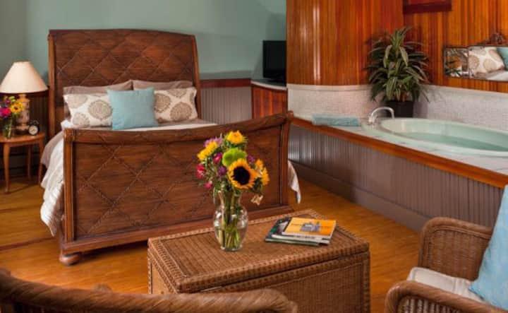 Relaxing Mystic Room Spa Retreat w/ Onsite Hiking