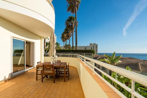 Beautiful Apartment Huge Terrace with Sea View