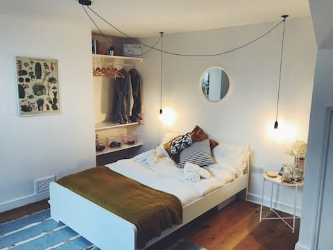 Bright modern good vibes by Old Town and Seaside