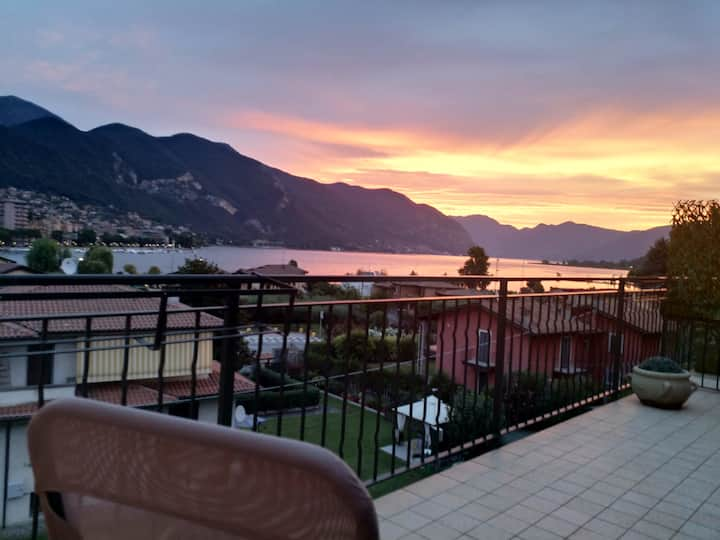 Iseo lake view, 20 m2 terrace in this cosy flat