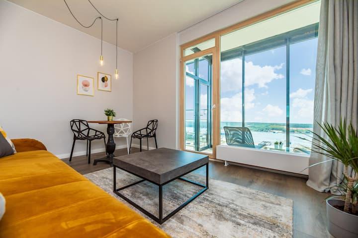 ★Luxurious Studio★   ♕King Bed, Balcony, Sea View