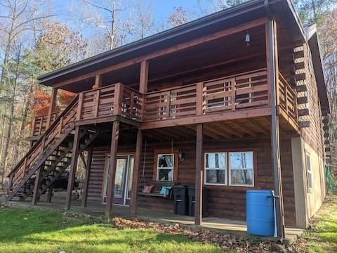 Log Cabin Retreat with Beautiful Mountain Views