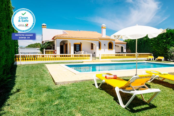 COSY AND RELAXING VILLA HEATABLE POOL,FREE WIFI,AC