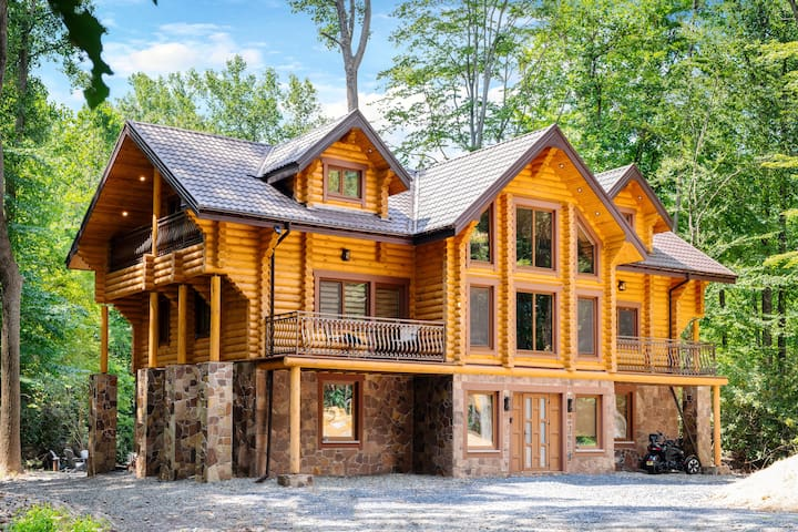 Brand New, Fireplace, Sauna, Water Front, Fire Pit