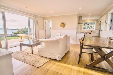 Bayview: Self-contained house in central Waitangi