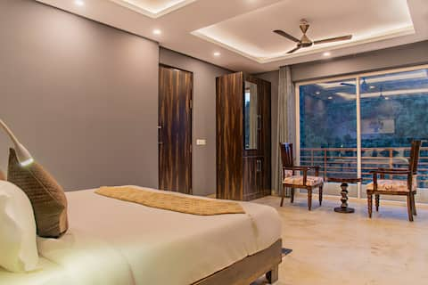 Majestic Pines    Jungle Hill View    Family Suite
