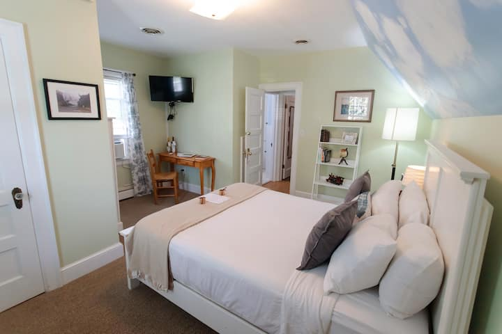 Blue Ridge Queen Room
