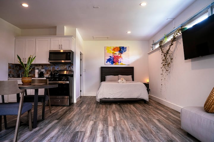Large New Premium Studio Guest Suite in Pasadena