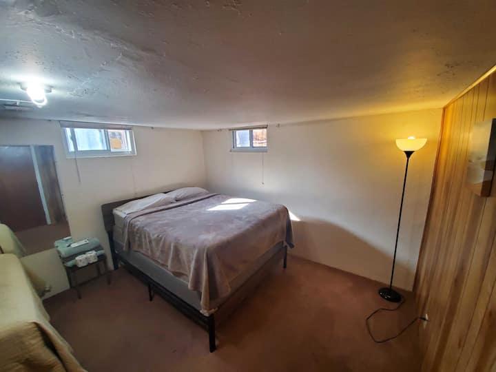 Wonderful* 4/20 Friendly* Stunning Room!