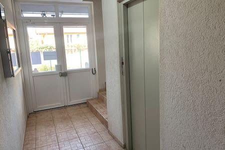 Vchod pro hosty širší než 81cm